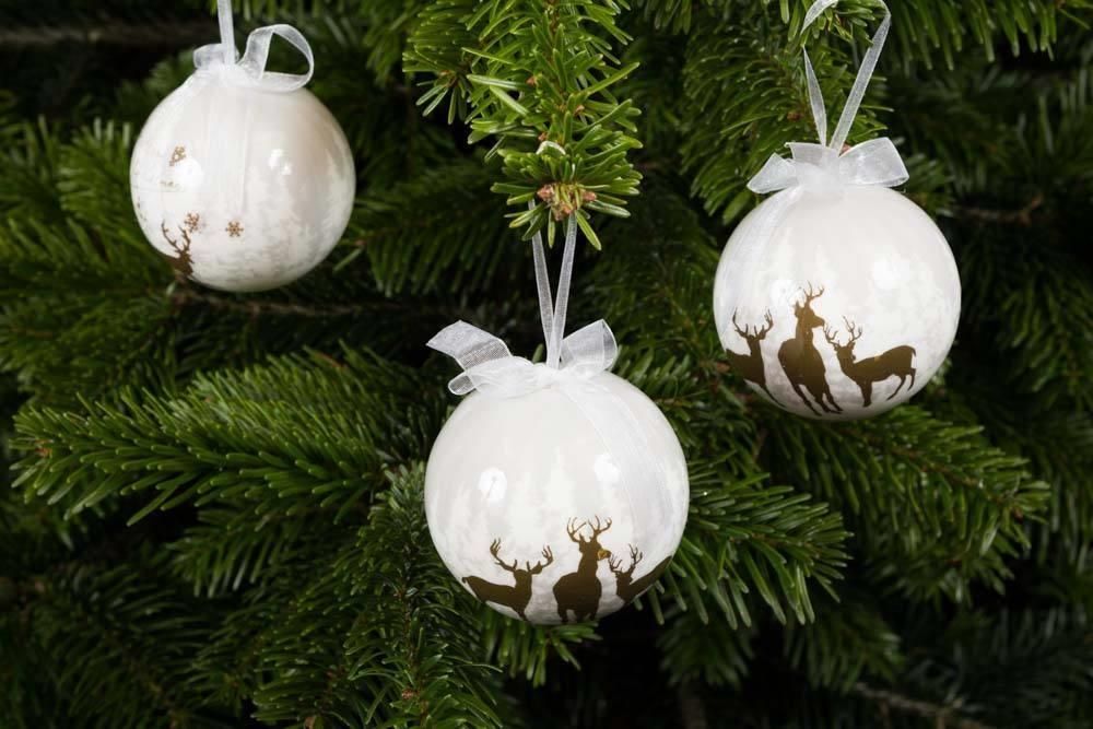 julekugle med sne og musik